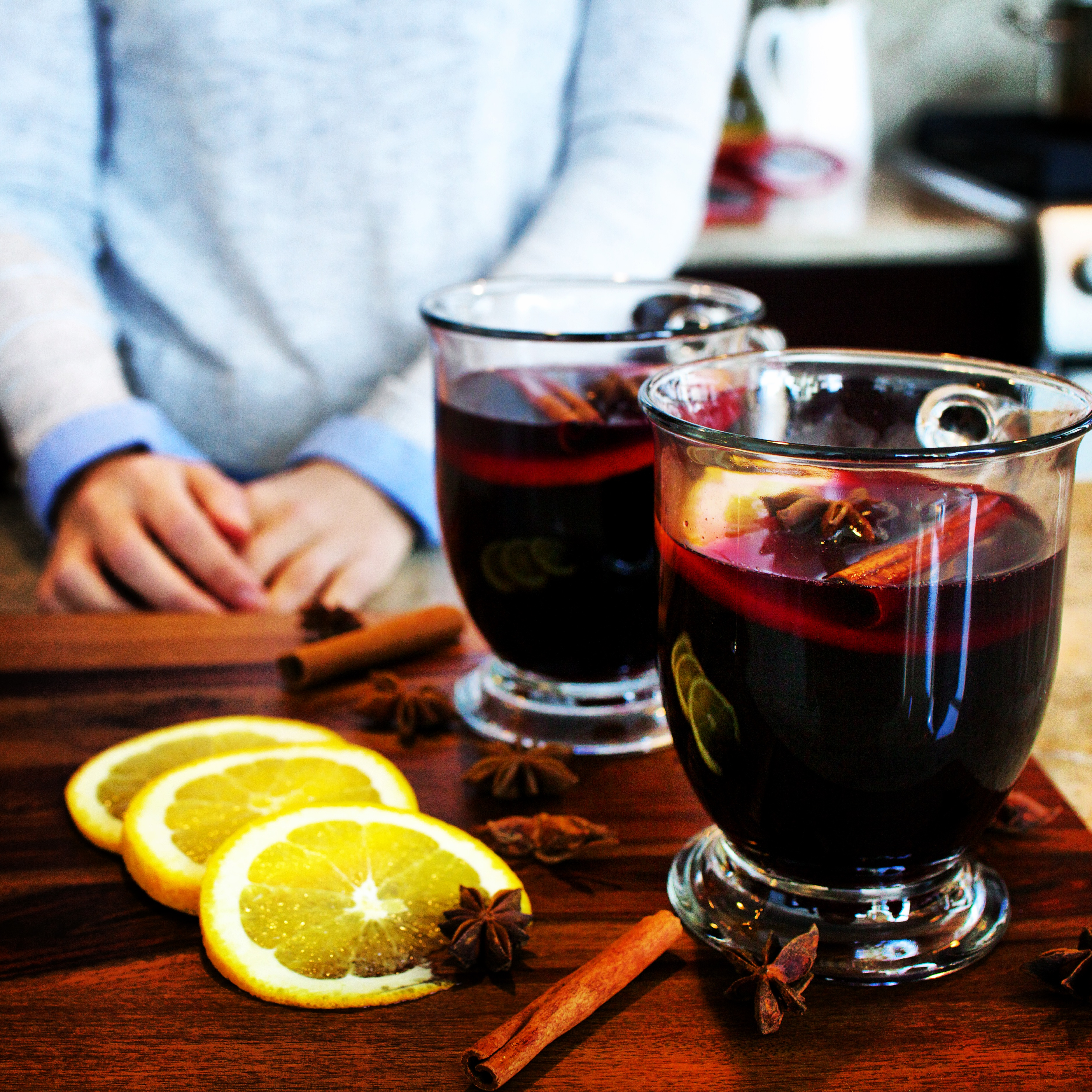 Как приготовить глинтвейн в микроволновке: классический рецепт с вином и безалкогольный вариант - фото №1