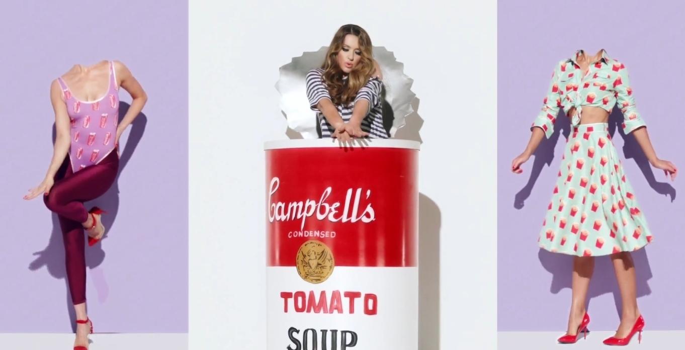 Наталья Могилевская выпустила клип на песню «Худеть»: фэшн-стеб в костюме гамбургера - фото №1