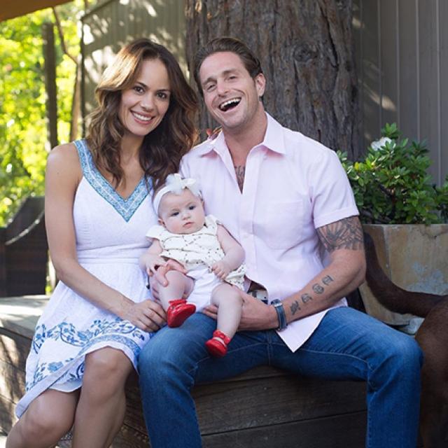 Кэмерон Дуглас с возлюбленной Вивиан Тибес и дочкой Луа