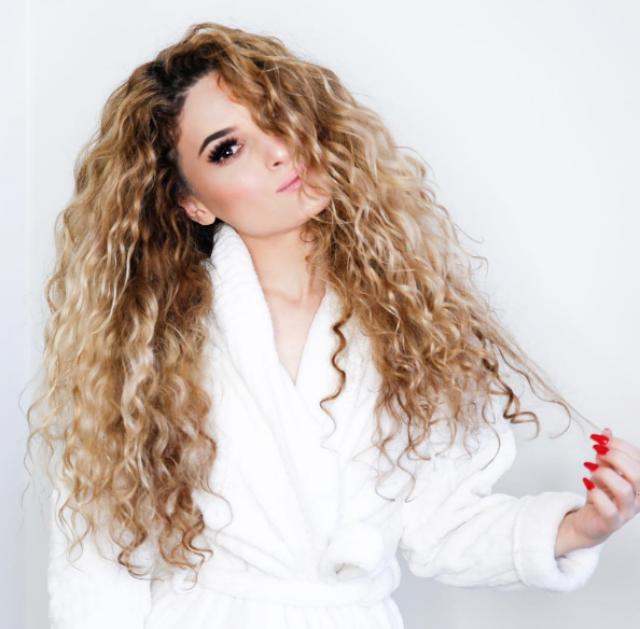Бьюти-лайфхак: объемные кудряшки без вреда для волос