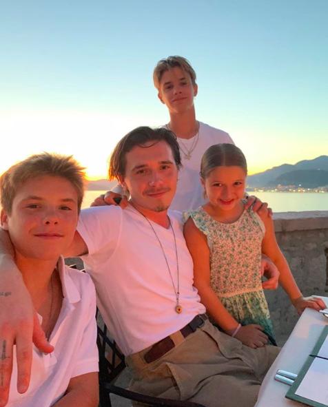 Сыну Виктории и Дэвида Бекхэма 17 лет: днем рождения Ромео (ФОТО)