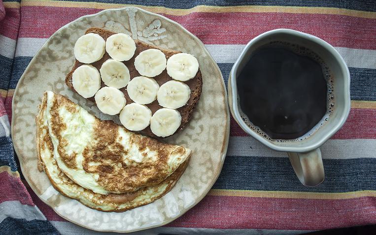 Чем быстро позавтракать: 3 вкусных блюда на скорую руку