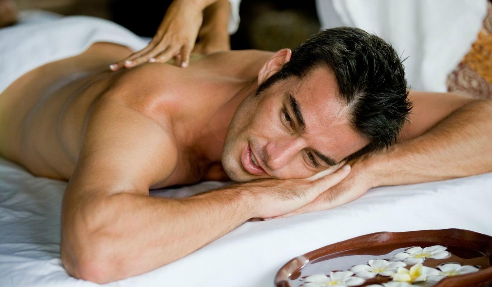 русские парни на сеансе массажа