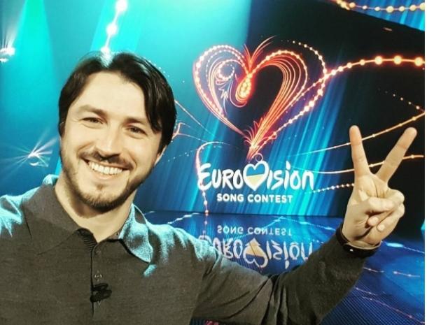 Ведущими «Евровидения» впервый раз вистории стали трое мужчин
