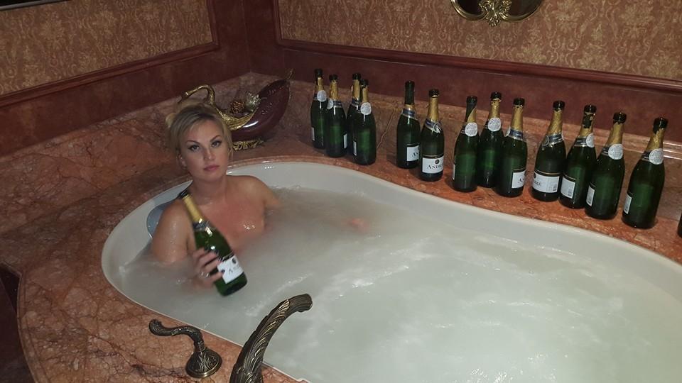 порно ванной лизу