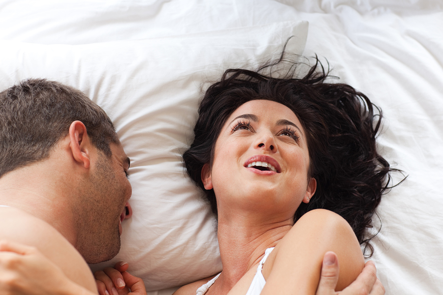 пара в постели фото