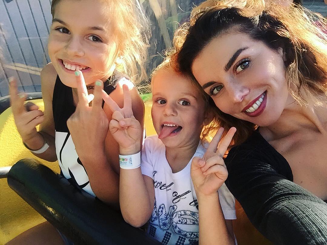 Седокова с дочками