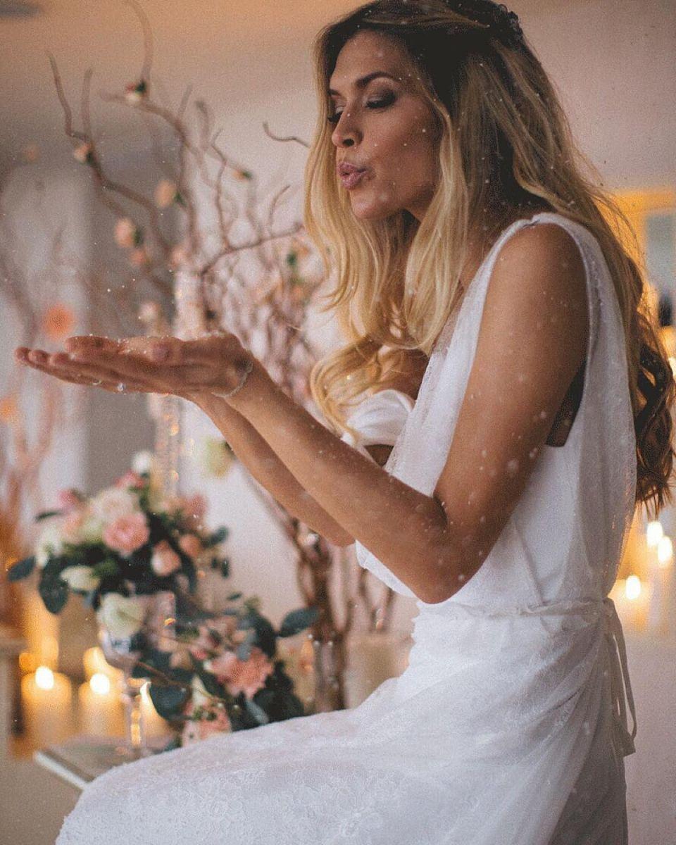 Что означает фото женщины с цветами