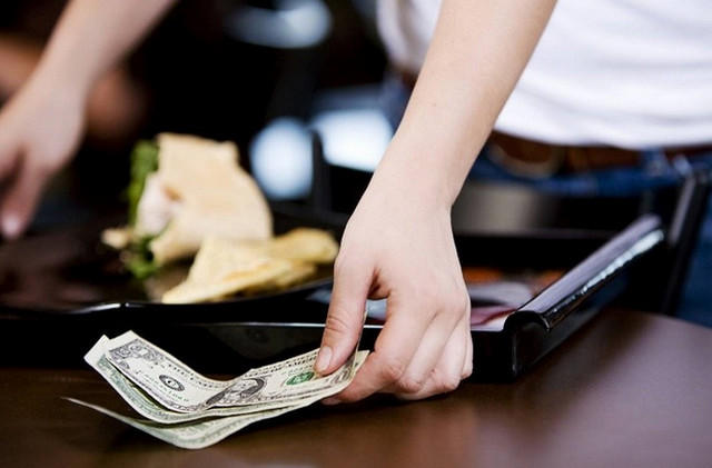 в ресторане деньги фото