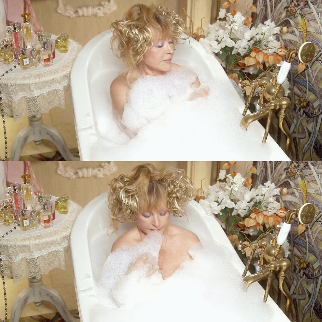 пугачева в ванной