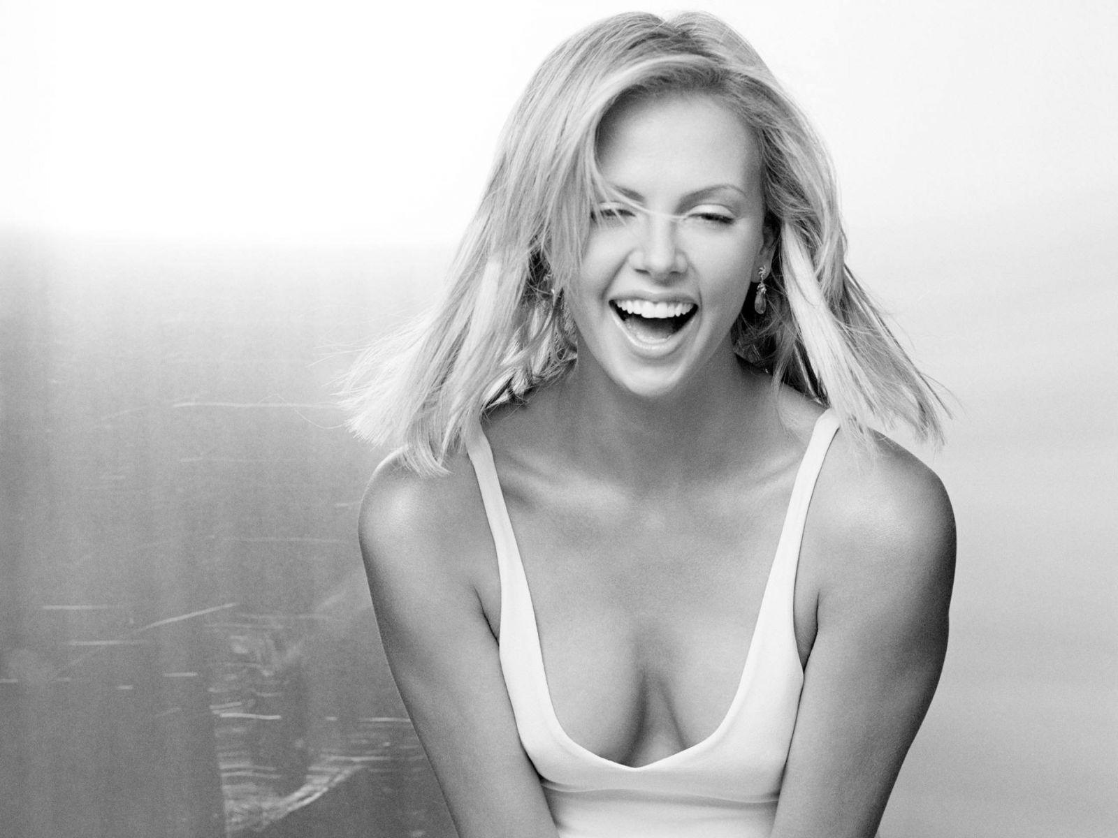 Фотки блондинок полуголых 14 фотография