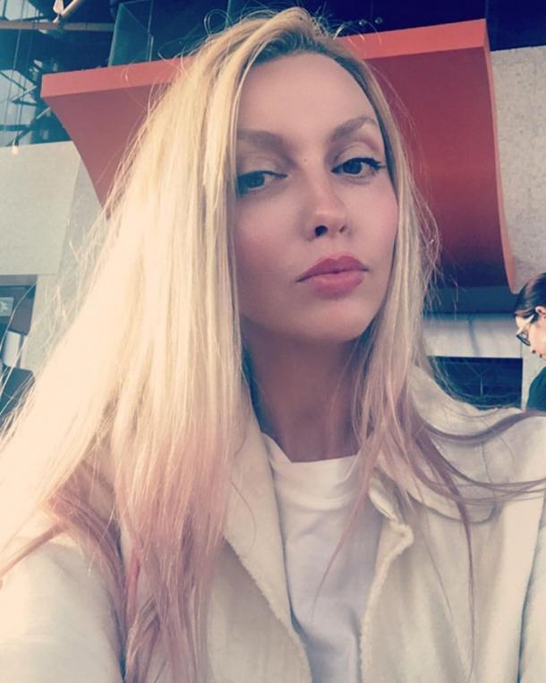 Оля Полякова презентовала пошлое видео «Плавочки»