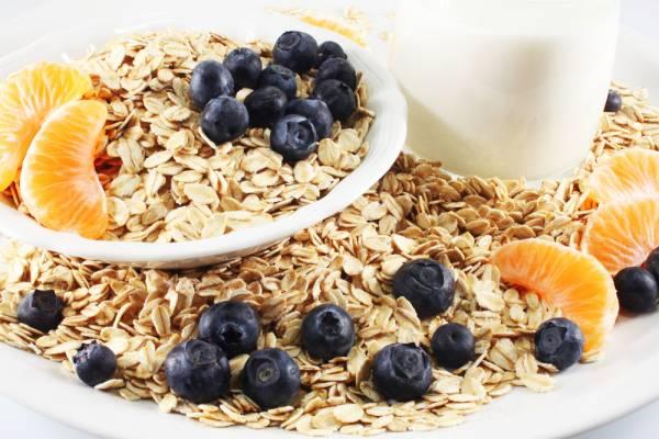 Добавляйте в овсянку фрукты и овощи