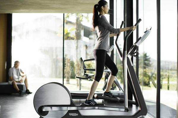 Упражнения на эллиптическом тренажере для похудения живота