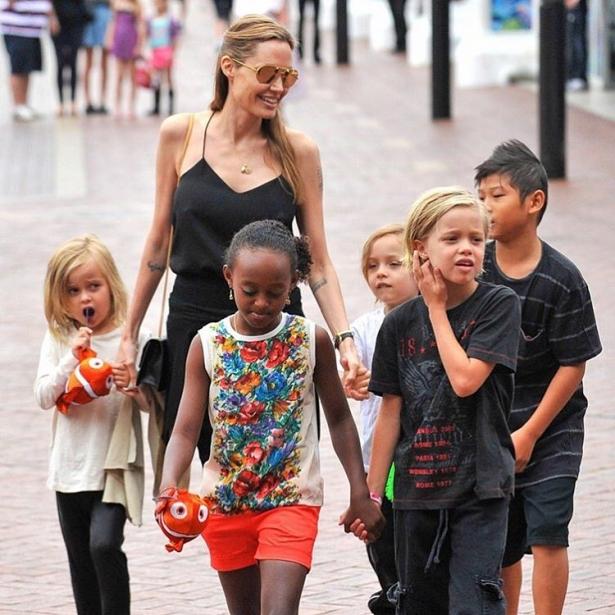 фото джоли питта и детей