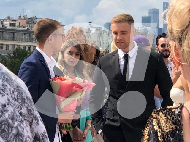 крид женился фото