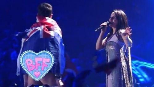 Зритель выбежал насцену иснял трусы перед Джамалой на«Евровидении»
