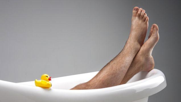 Как побрить ноги, чтобы не навредить коже