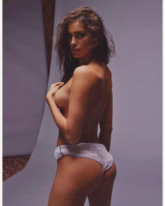 Идеальное тело: Ирина Шейк обнажилась перед камерой впервый раз после родов