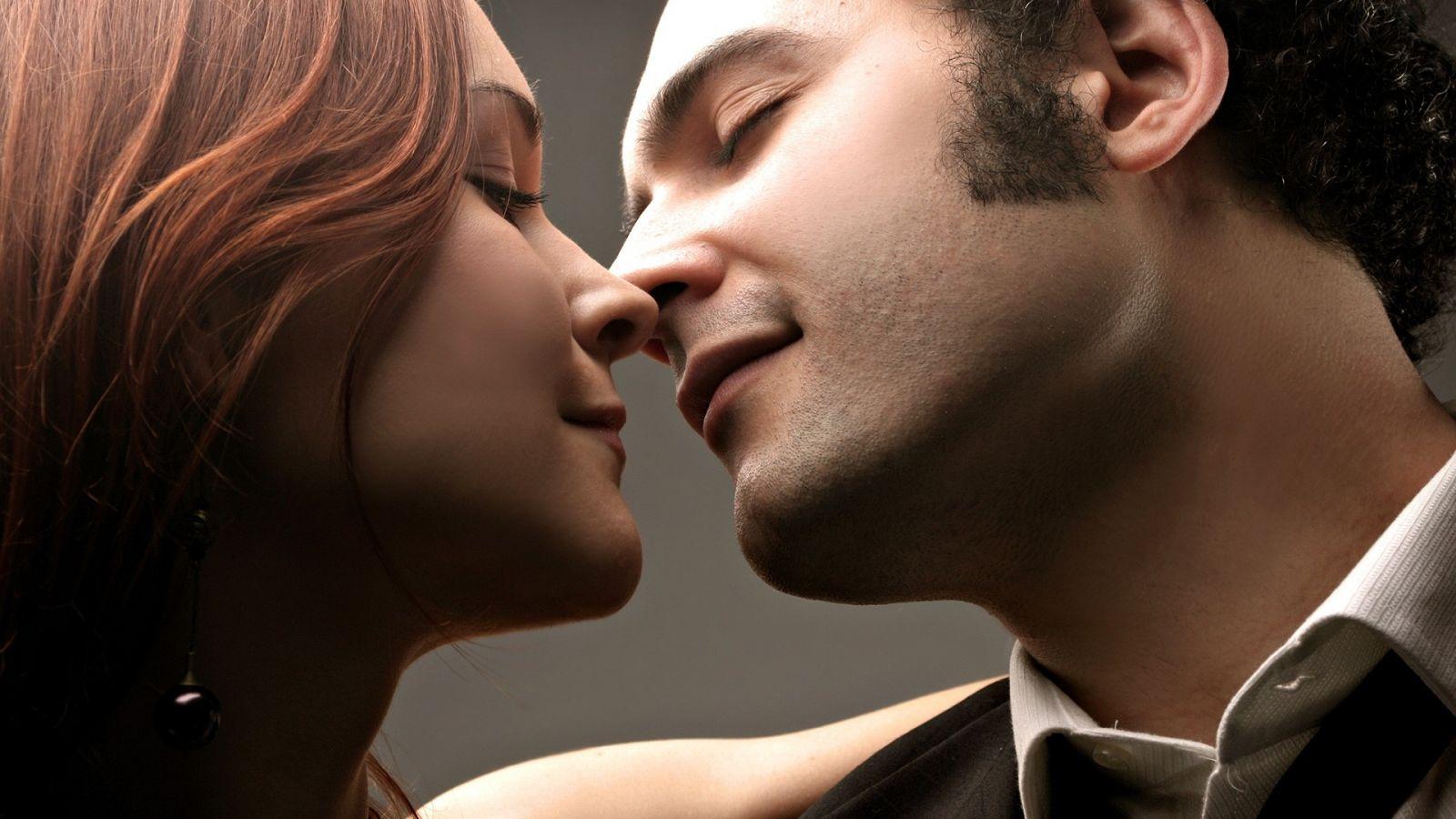 Как нужно целовать и ласкать женскую грудь чтобы возбудить