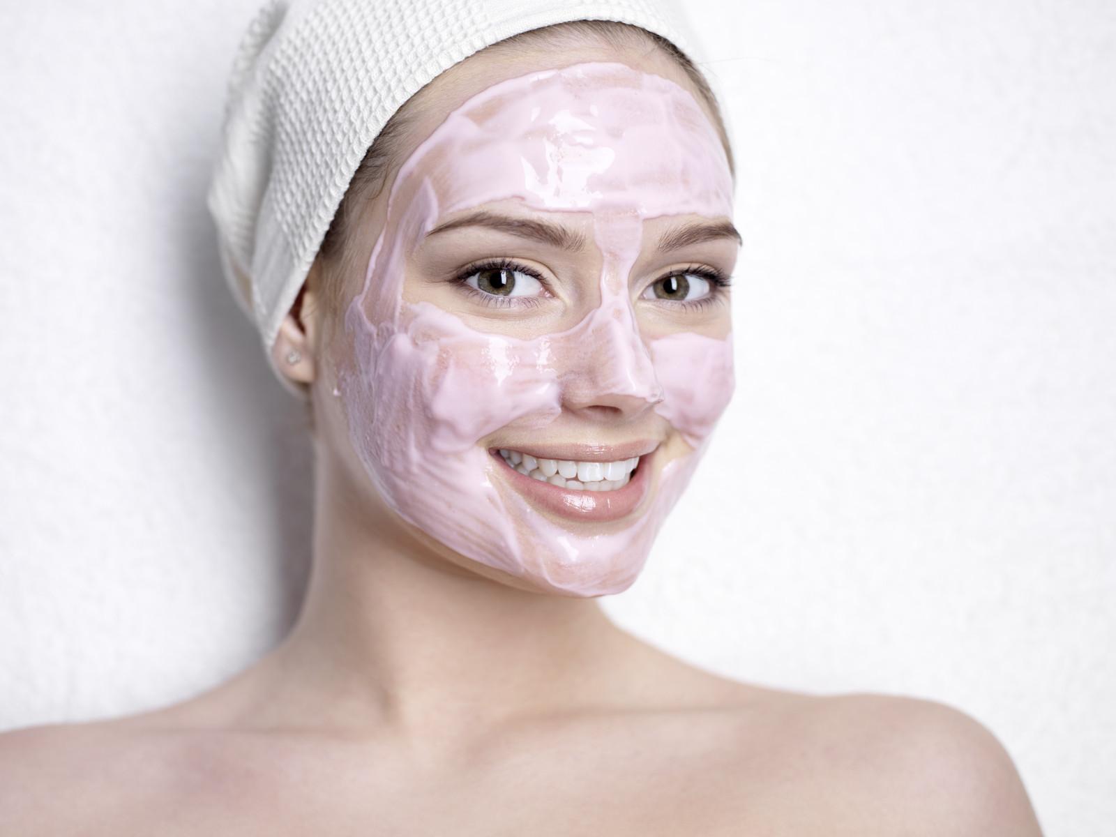 Клубника для красоты: маски, пилинг, компресс