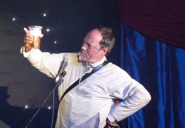 Комик Ян Коньито умер во время выступления в Великобритании