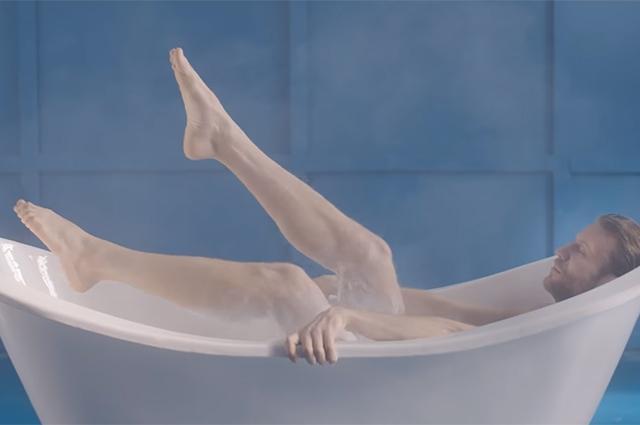 Иван Дорн в ванне с йогуртом эротично представил новый проект (ВИДЕО 18+)
