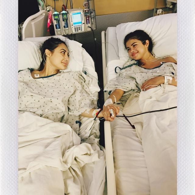 Селене Гомес пересадили почку ее приятельницы: очень личные ФОТО звезды из клиники