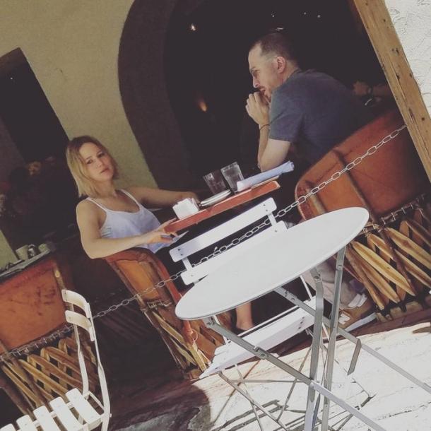26-летняя Дженнифер Лоуренс встречается с47-летним кинорежиссером