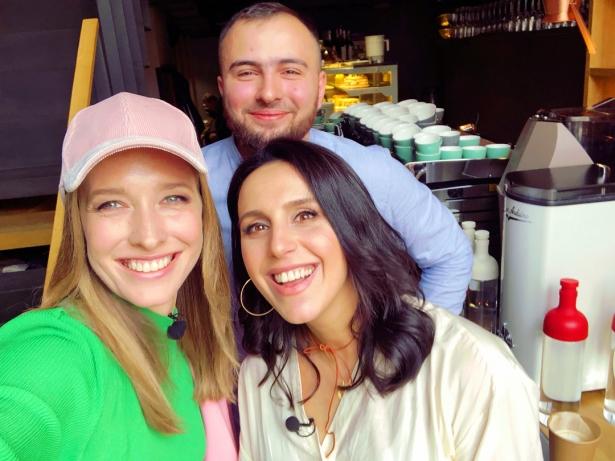 Джамала с мужем и Катей Осадчей