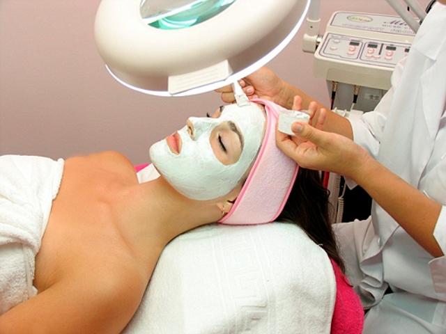 Самые популярные косметические процедуры для лица