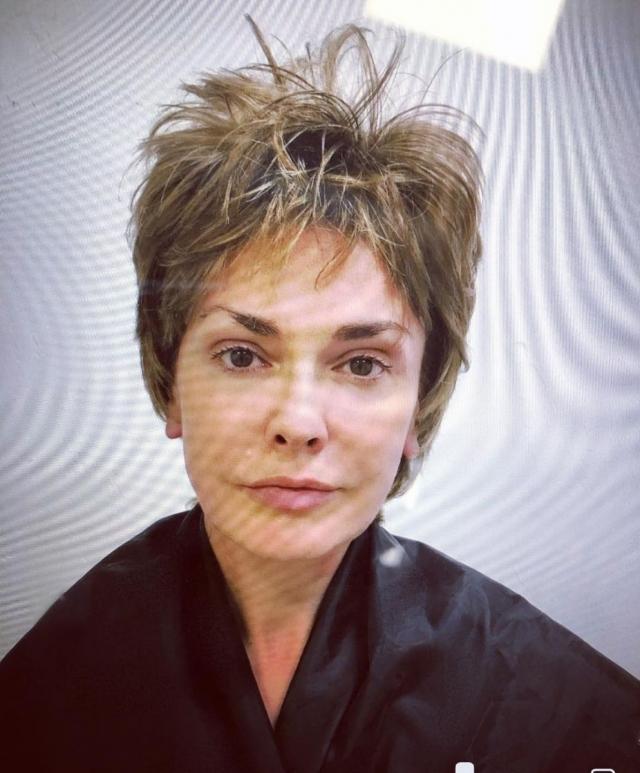 Ольга Сумская подстриглась