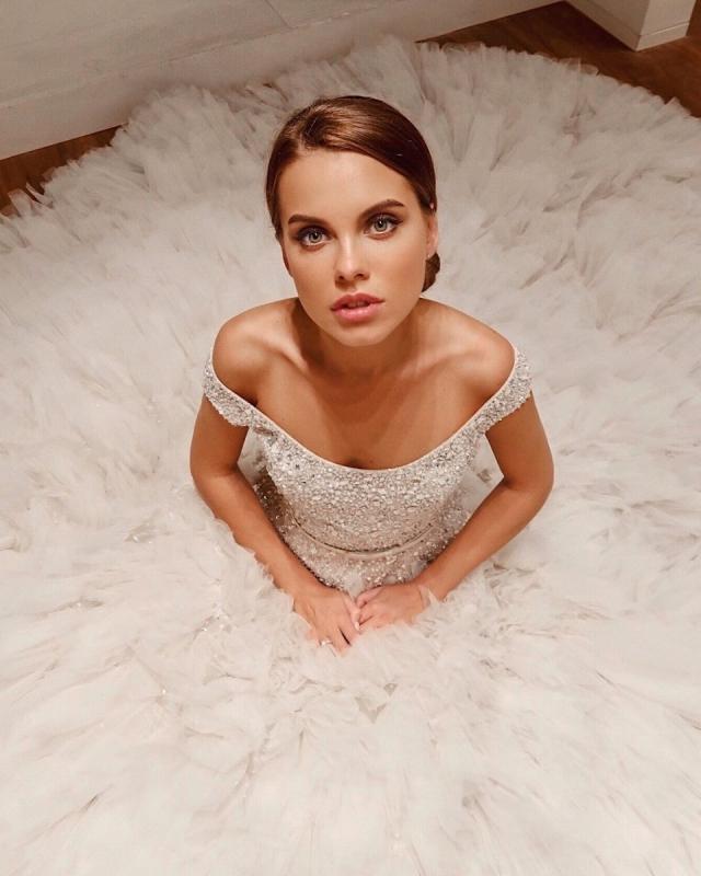 клюкина в свадебном платье