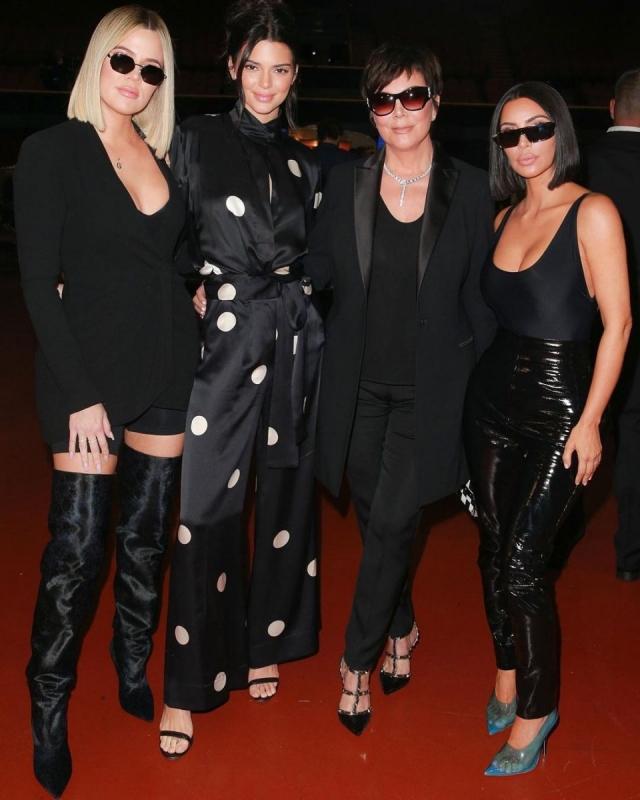 Ким Кардашьян с мамой и сестрами