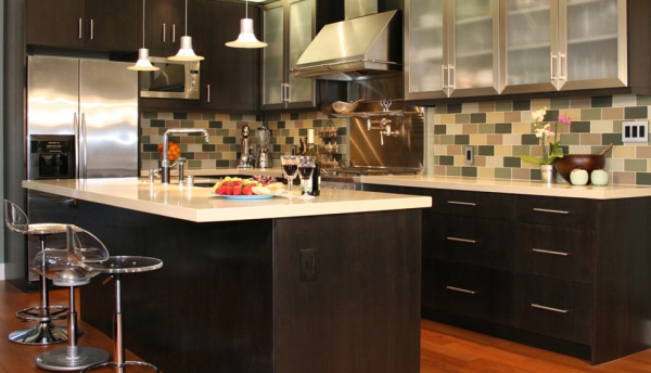 фото интерьера кухни с барной стойкой