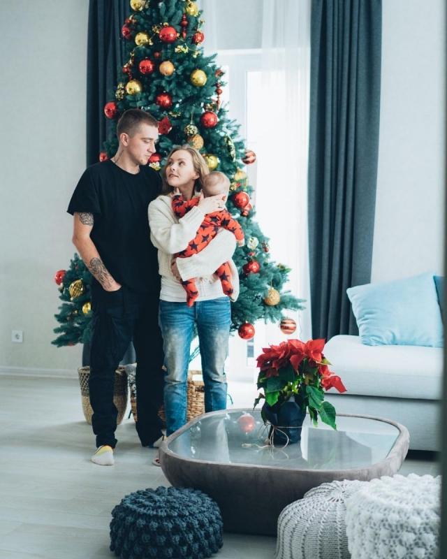 Алена Шоптенко с сыном и мужем