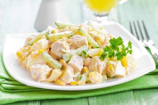 салат из курицы и ананаса