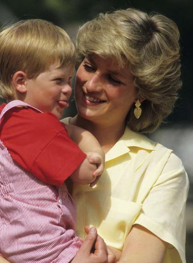 принцесса Диана с маленьким принцем Гарри
