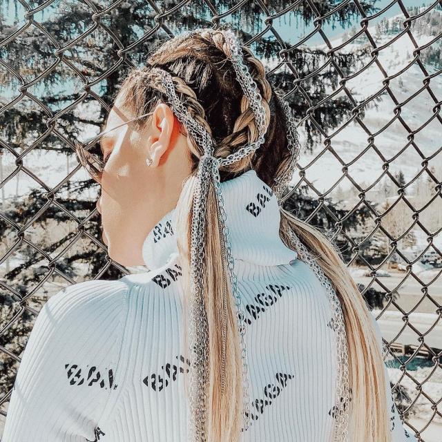 стразы в волосах