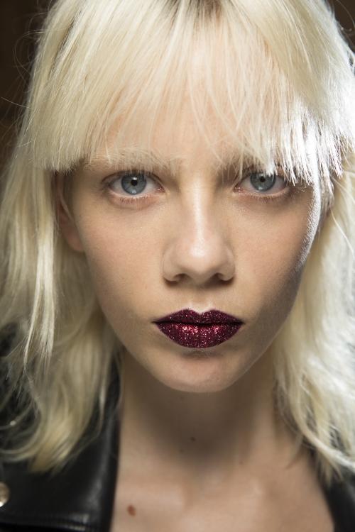 Макияж с блестками на губах: новый бьюти-тренд, который приведет в восторг каждую