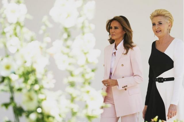 мелания трамп в костюме Calvin Klein