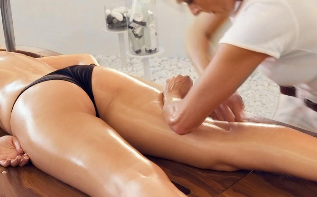 Транс делает девушке массаж 26 фотография