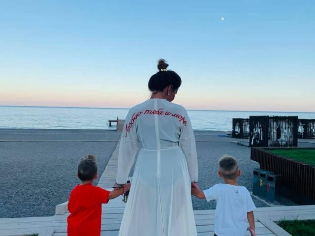 монатик жена дети