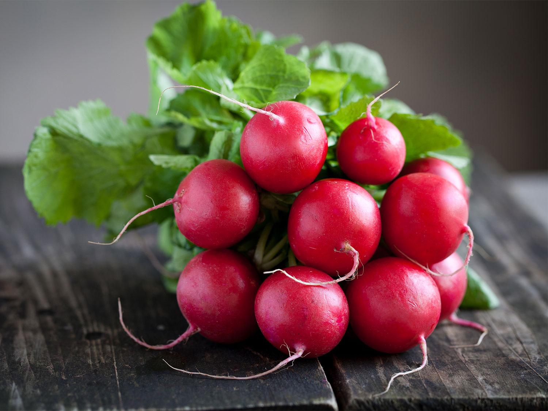 Салат из редиски: 4 лучших рецепта витаминного блюда