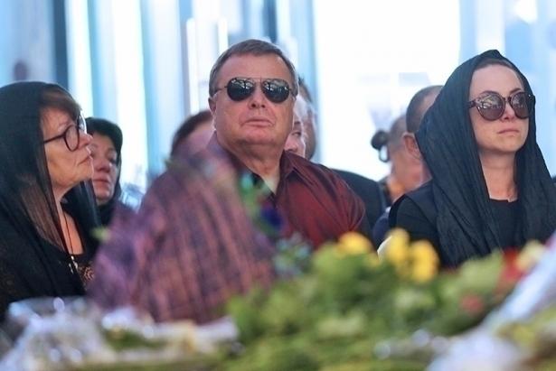 родные фриске на похороне
