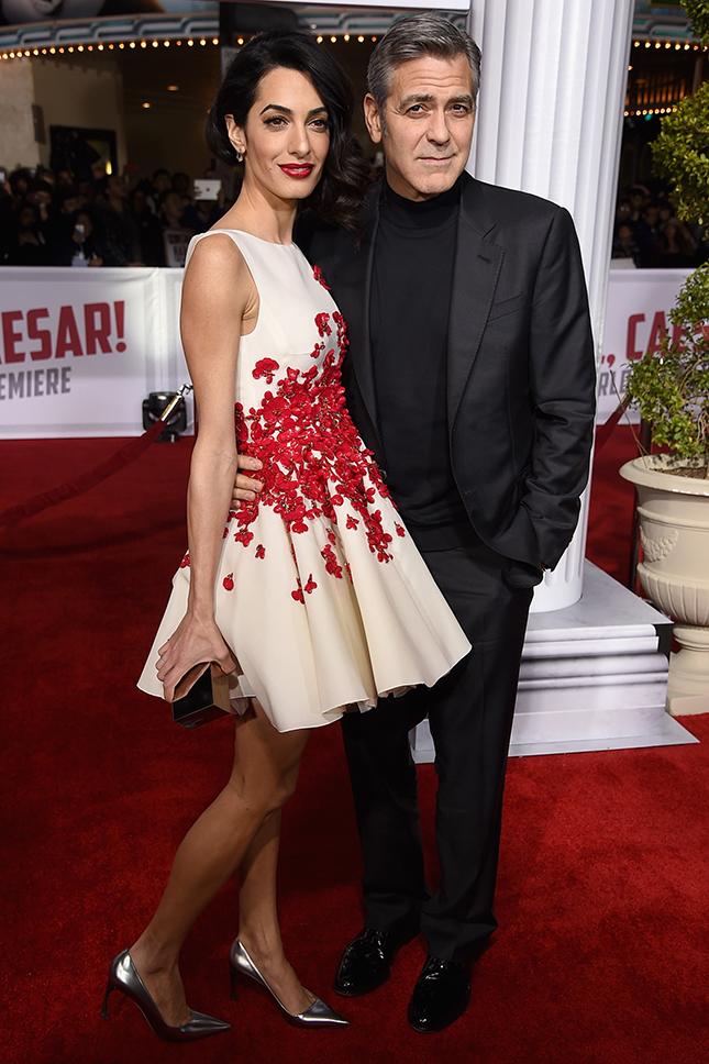 Голосуем! Самые стильные звезды недели: Пенелопа Крус, Дакота Джонсон и Амаль Клуни