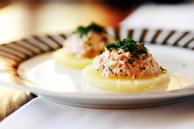 салат из тунца и ананаса