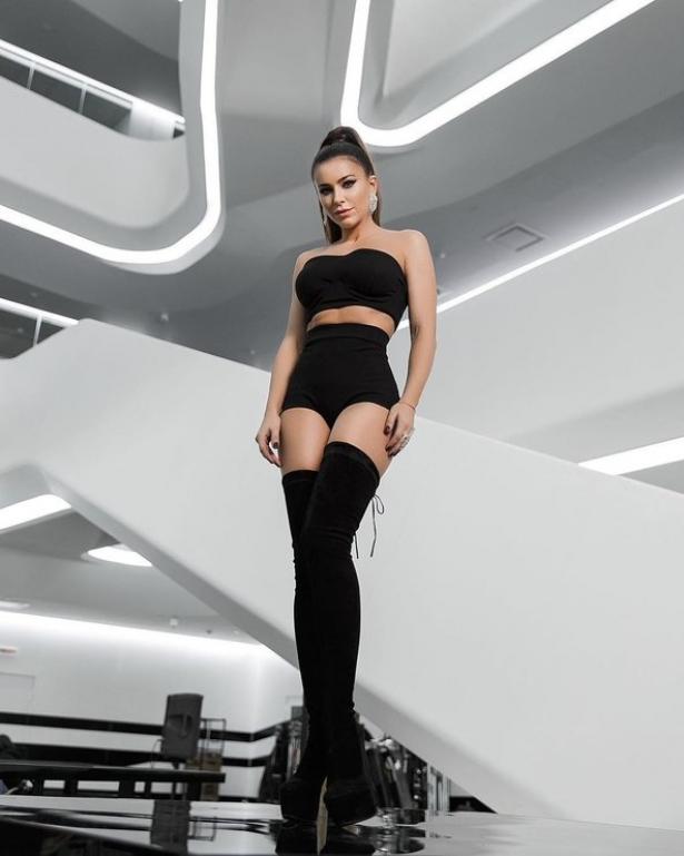 «Ноги удлинила»: скандальную украинскую звезду подозревали  в симпатии  кфотошопу