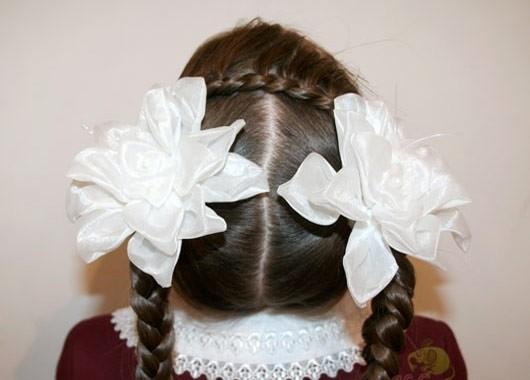 прическа с двумя бантами на длинные волосы