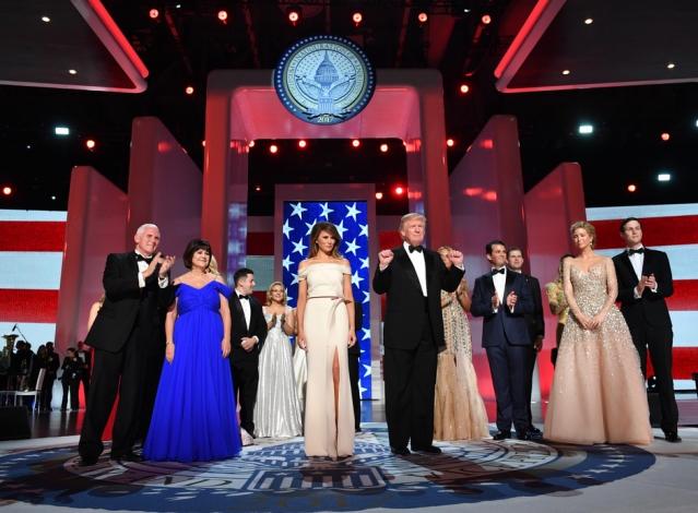 Меланья Трамп покинет Белый дом из-за сына